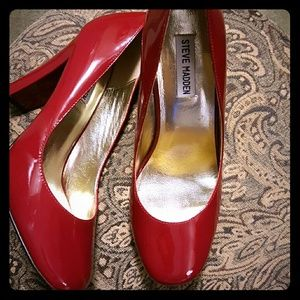 Like New***Steve Madden Patent Leather Heels